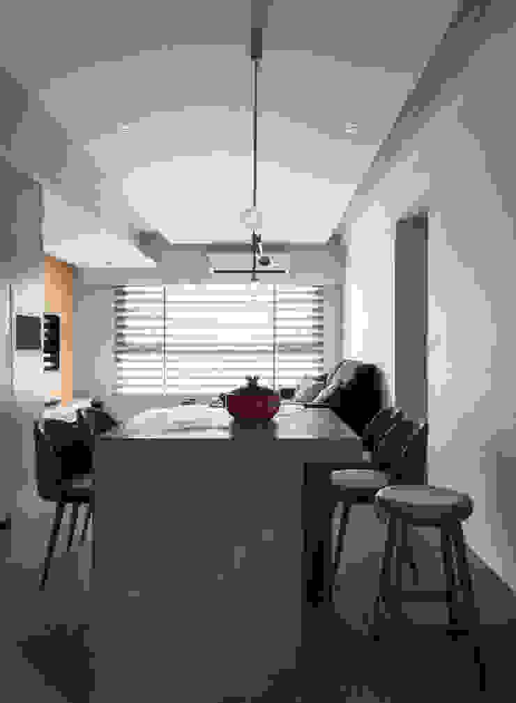 Living & Dining room 根據 湜湜空間設計 簡約風 水泥