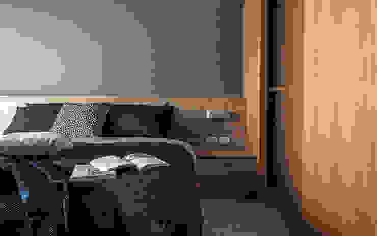 Bedroom 根據 湜湜空間設計 簡約風 木頭 Wood effect