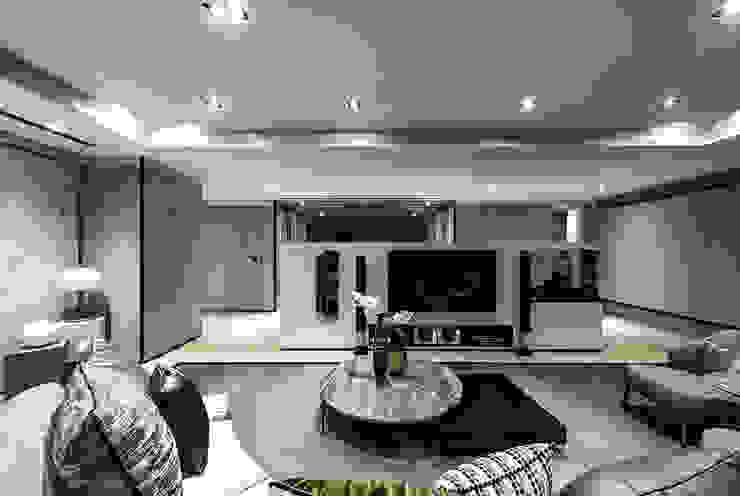天空之家 现代客厅設計點子、靈感 & 圖片 根據 ACE 空間制作所 現代風