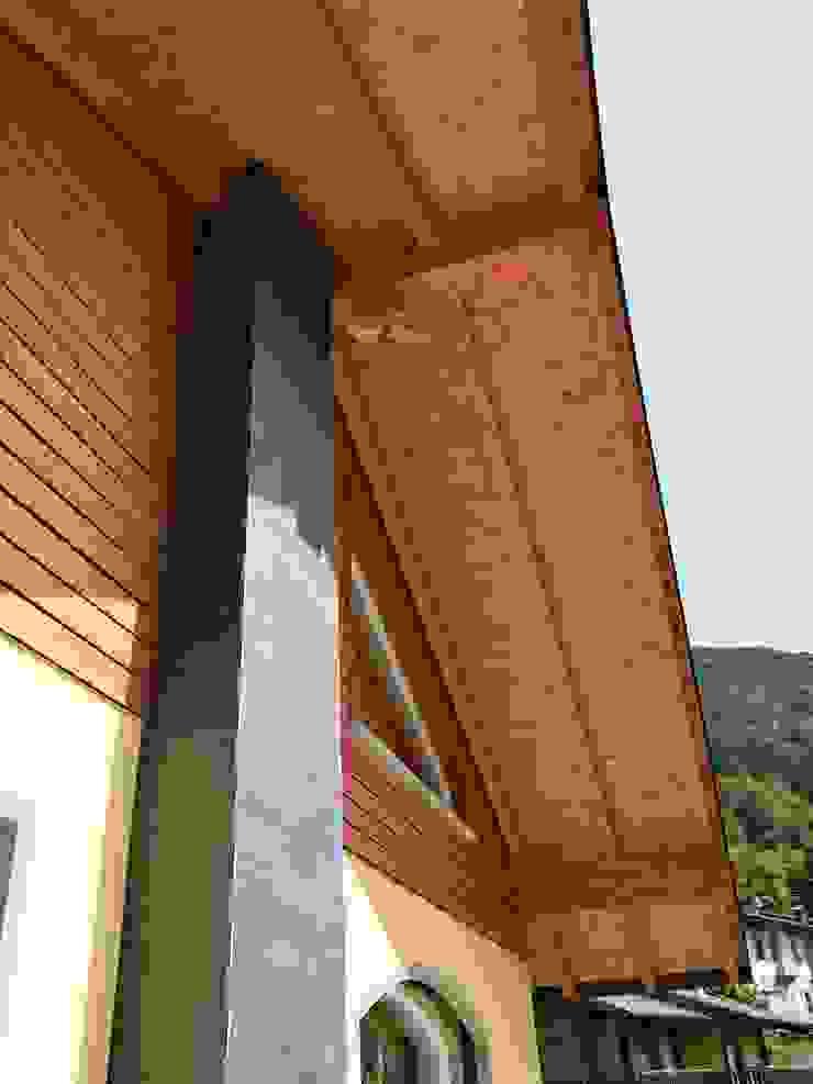 Villa classica in legno a Moio de Calvi (BG) di Marlegno Classico Legno Effetto legno