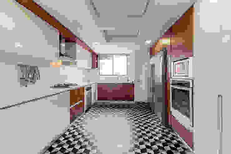 22-106 Cocinas de estilo minimalista de ARCE S.A.S Minimalista Compuestos de madera y plástico