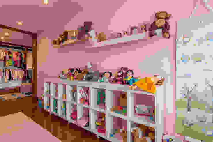 22-106: Habitaciones infantiles de estilo  por ARCE S.A.S, Clásico Compuestos de madera y plástico