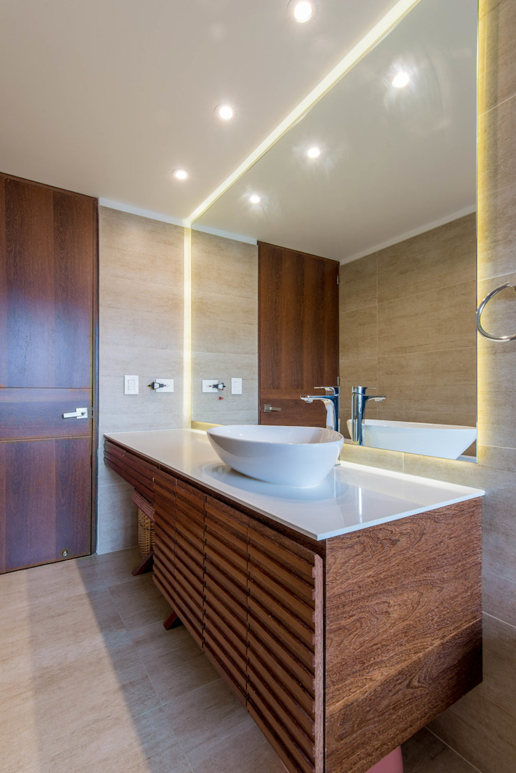 Minimalist style bathrooms by ARCE S.A.S Minimalist Wood-Plastic Composite
