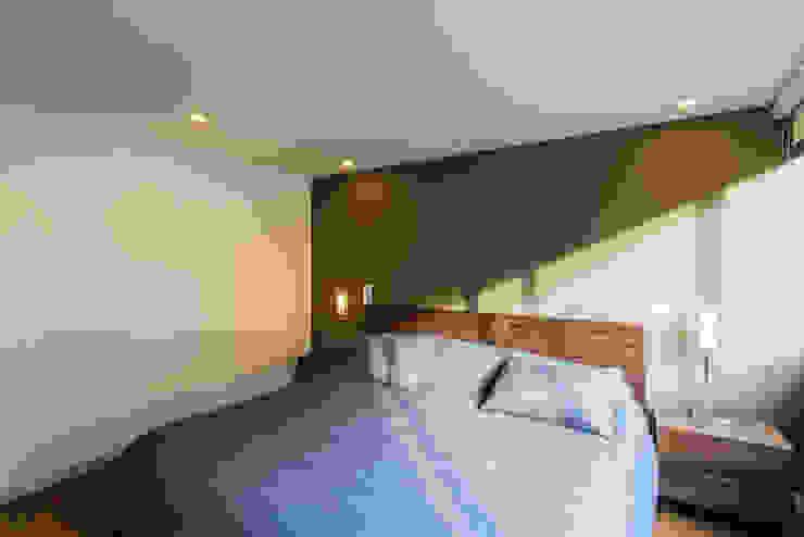 Modern Yatak Odası ARCE S.A.S Modern Ahşap-Plastik Kompozit