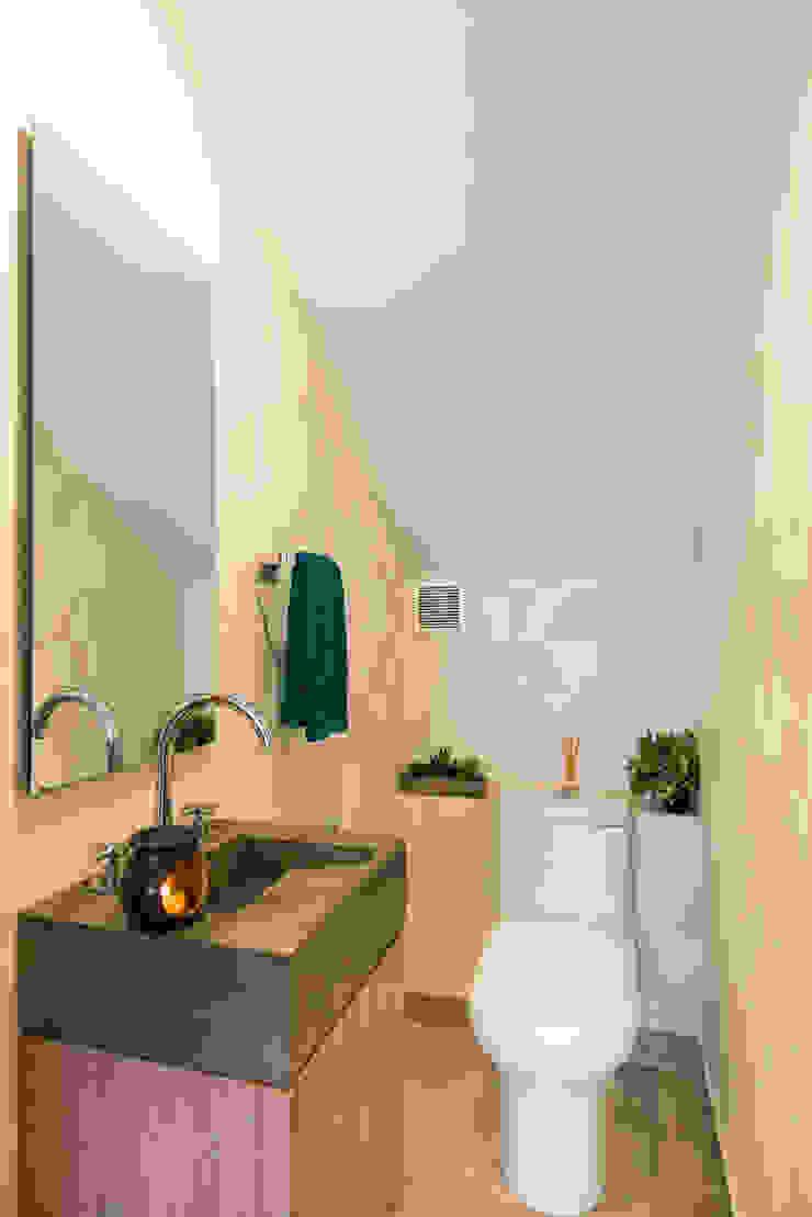 Sotileza Baños de estilo moderno de ARCE S.A.S Moderno Compuestos de madera y plástico