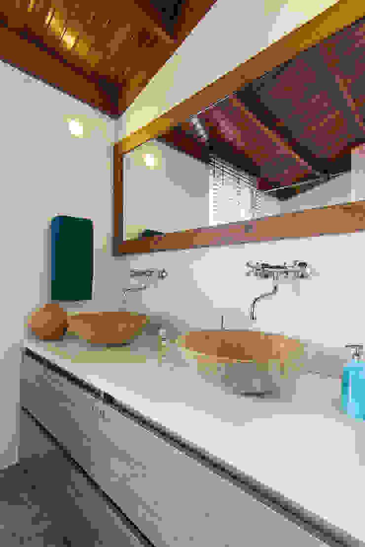 Sotileza Baños de estilo rústico de ARCE S.A.S Rústico Compuestos de madera y plástico