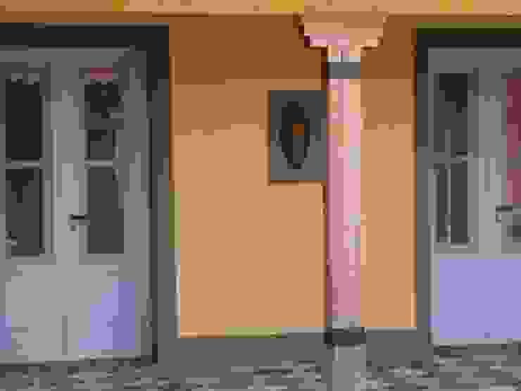 ラスティックな 家 の Estudio Dillon Terzaghi Arquitectura - Pilar ラスティック 無垢材 多色