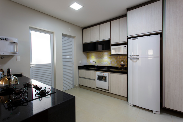 Reforma Residencial : Armários e bancadas de cozinha  por Arquiteta Carol Algodoal Arquitetura e Interiores,