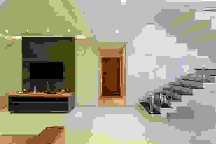 Reforma Residencial por Arquiteta Carol Algodoal Arquitetura e Interiores Moderno Madeira Efeito de madeira