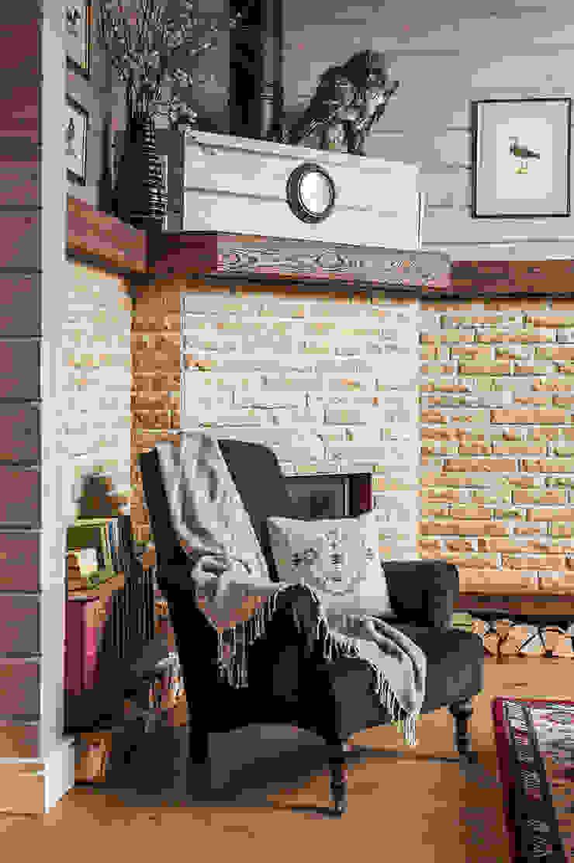 Livings de estilo de 'Студия дизайна Марины Кутеповой' Rural Madera Acabado en madera