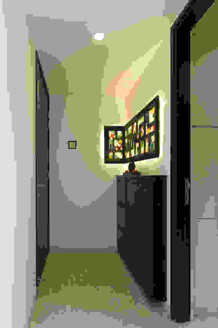 Kandivli Modern corridor, hallway & stairs by aasha interiors Modern