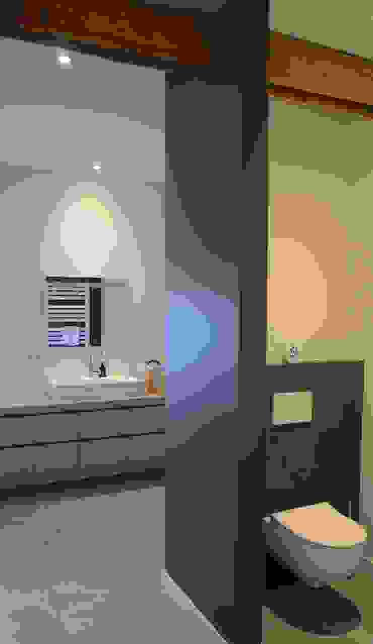 Interieurontwerp hoeve Cortenbach, Voerendaal Landelijke badkamers van Ontwerpbureau Op den Kamp Landelijk