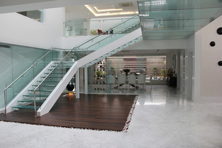 Modern Corridor, Hallway and Staircase by Innerspace Modern