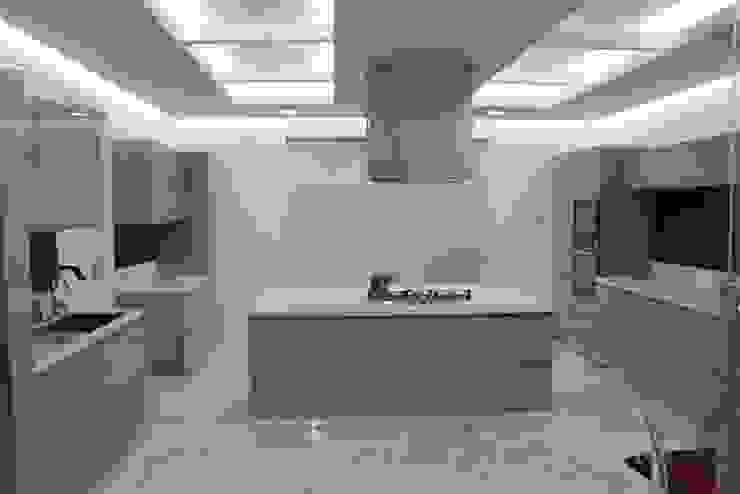 Chugh Villa Innerspace Modern kitchen