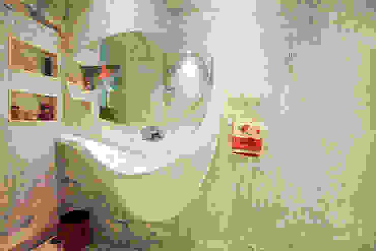 Baños de estilo  por Innerspace, Moderno