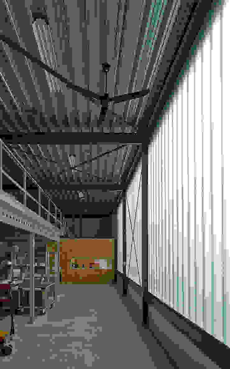 Bedrijfswoning Industriële exhibitieruimten van [delacourt][vanbeek] Industrieel