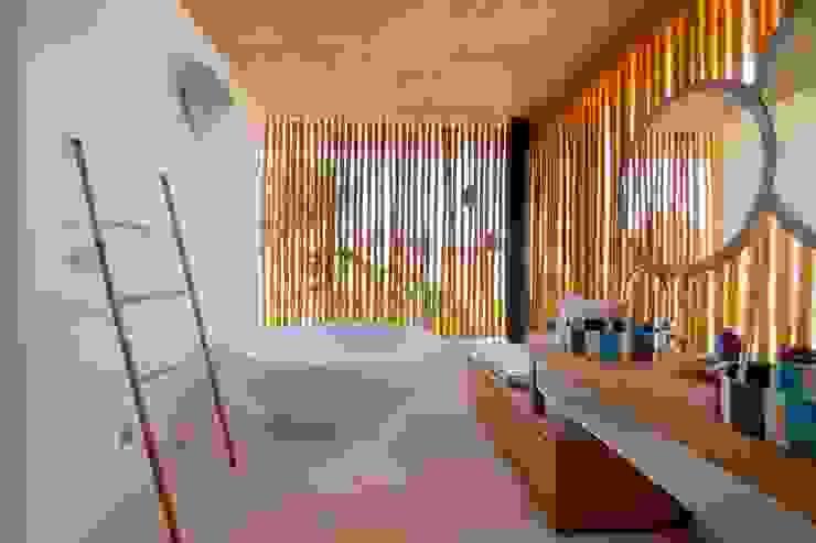Seascape Villa Bathroom Tropical style bathroom by Word of Mouth House Tropical