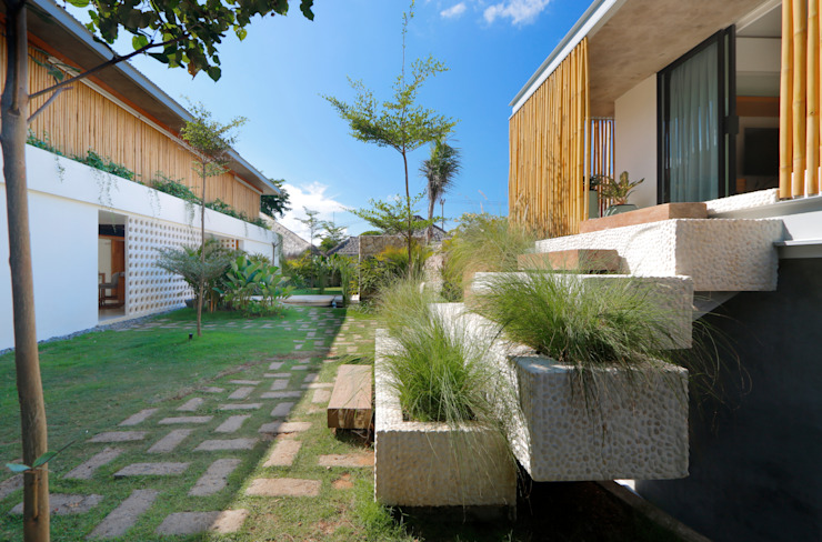 Seascape Villa Guesthouse Tropical style houses by Word of Mouth House Tropical