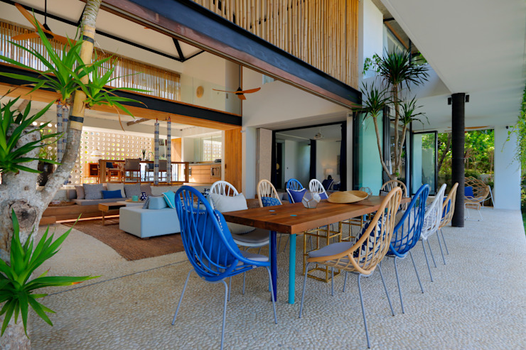 Seascape Tropical style dining room by Word of Mouth House Tropical