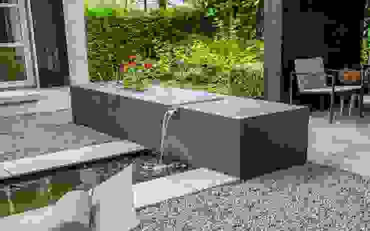 Sfeervolle moderne tuin met veranda Moderne tuinen van Stoop Tuinen Modern