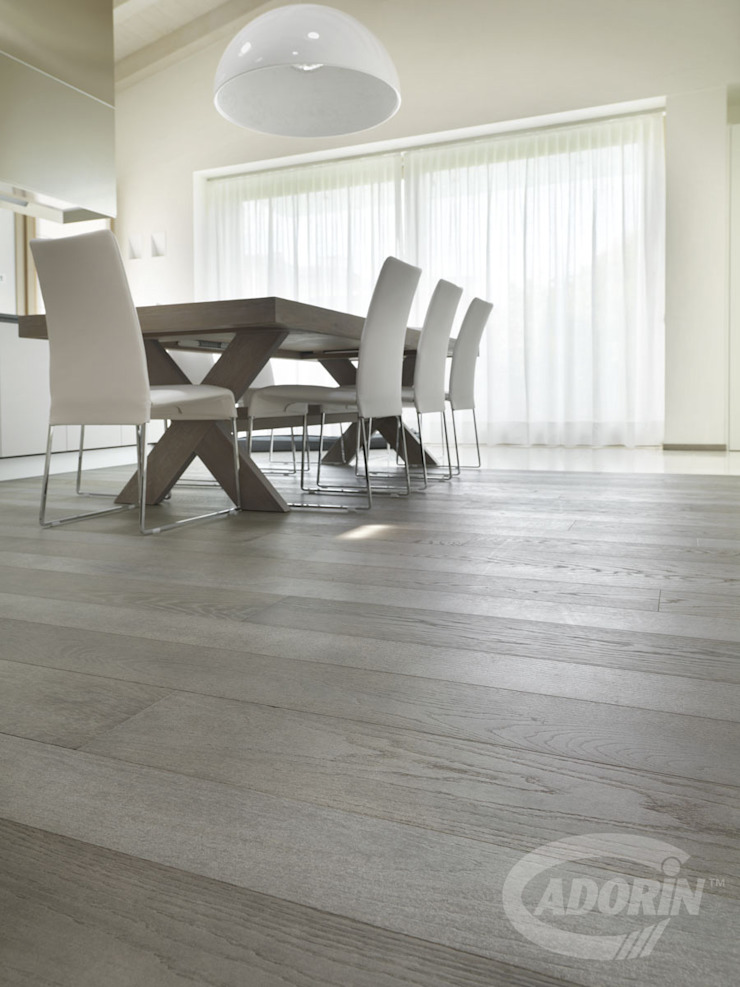 Oak wood floor in Sugar paper finishes Modern dining room by Cadorin Group Srl - Top Quality Wood Flooring Modern Wood Wood effect