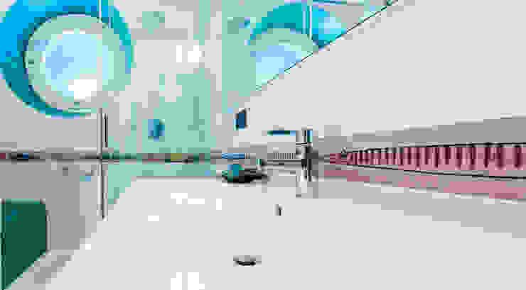 Baños de estilo moderno de ADIdesign* studio Moderno Cerámico