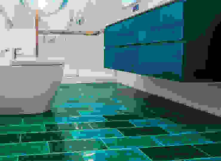 Pavimento turchese per bagno privato Bagno moderno di ADIdesign* studio Moderno Ceramica