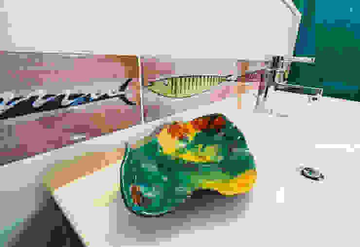 Lavabo bagno tropiacle Bagno moderno di ADIdesign* studio Moderno Ceramica