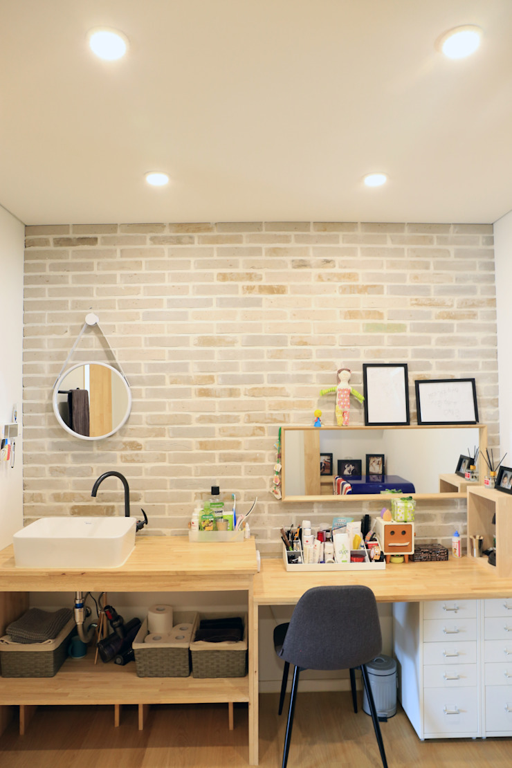 Country style media room by (주)디엘건축 Country