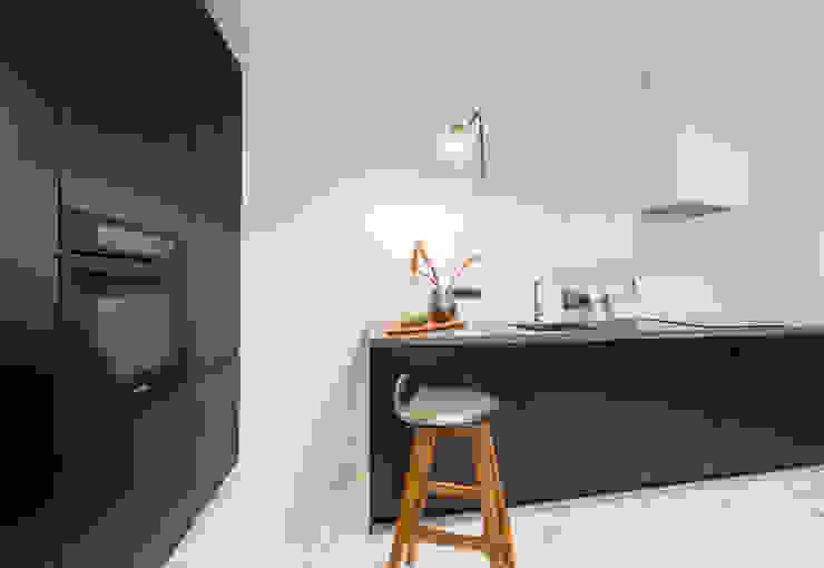 Küche in schwarz skandinavisch Baltic Design Shop Einbauküche Holz Schwarz