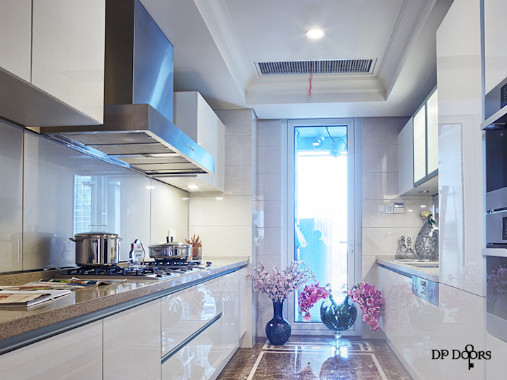 Kitchen: country  by D P Woodtech Pvt Ltd,Country