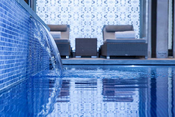Award Winning Pool and Spa at InterContinental London - The 02 Hospitales de estilo moderno de London Swimming Pool Company Moderno Hormigón