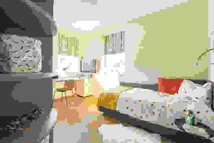 Kinderkamer met kast en bureau op maat van Stefania Rastellino interior design Modern