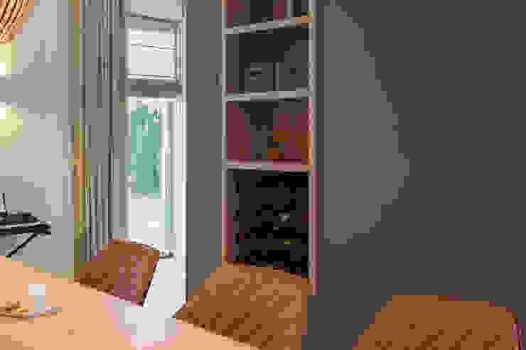 kast op maat met vakken en wijnrek Moderne eetkamers van Stefania Rastellino interior design Modern