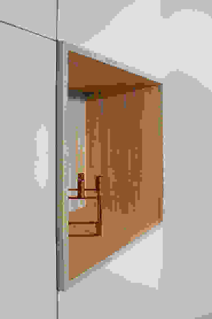 detail van de hoekkast Moderne woonkamers van Stefania Rastellino interior design Modern