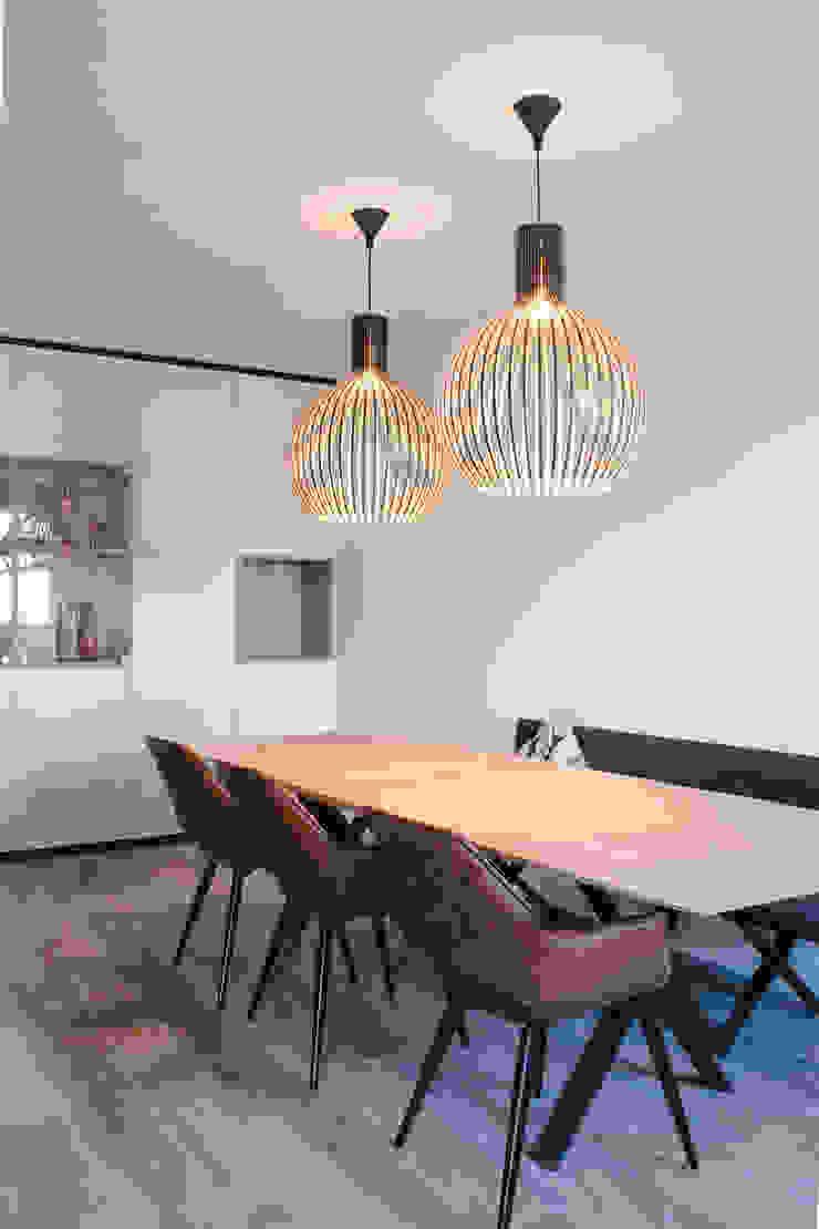 eetkamer en kast op maat Moderne eetkamers van Stefania Rastellino interior design Modern