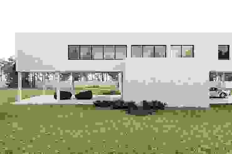 WHITE HOUSE von Tobi Architects Minimalistisch