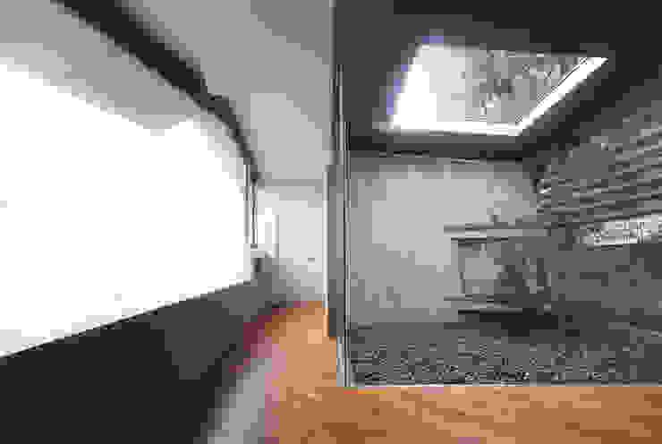 グランドピアノのある住まい:吉備の家: JWA,Jun Watanabe & Associatesが手掛けたダイニングです。