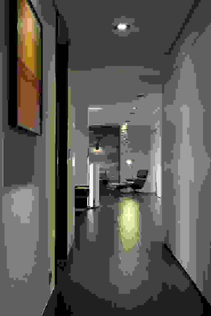 築采 由鉅三希: 現代  by 台中室內設計-築采設計 , 現代風