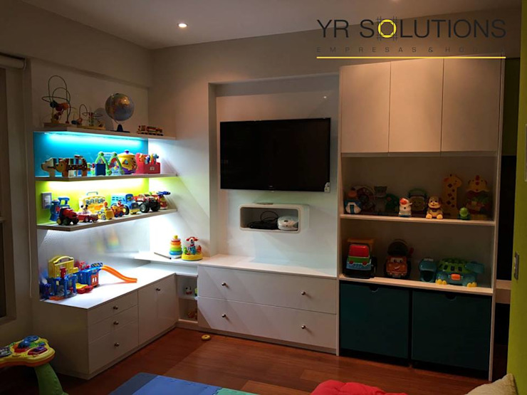 Implementacion Mueble de Juegos de YR Solutions Moderno
