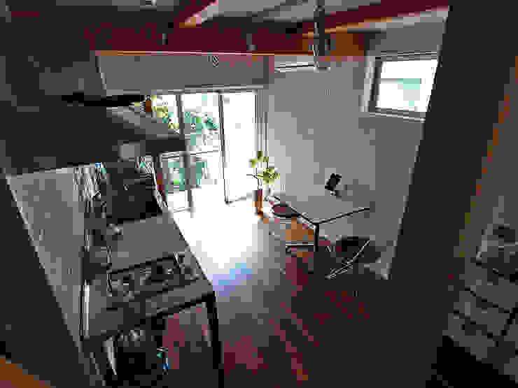一人暮らし~ダイニングキッチン インダストリアルデザインの ダイニング の 志田建築設計事務所 インダストリアル