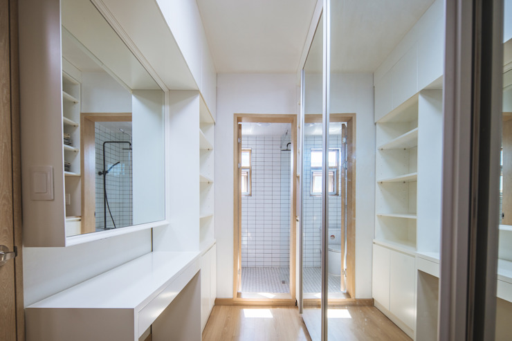 Modern style dressing rooms by AAPA건축사사무소 Modern