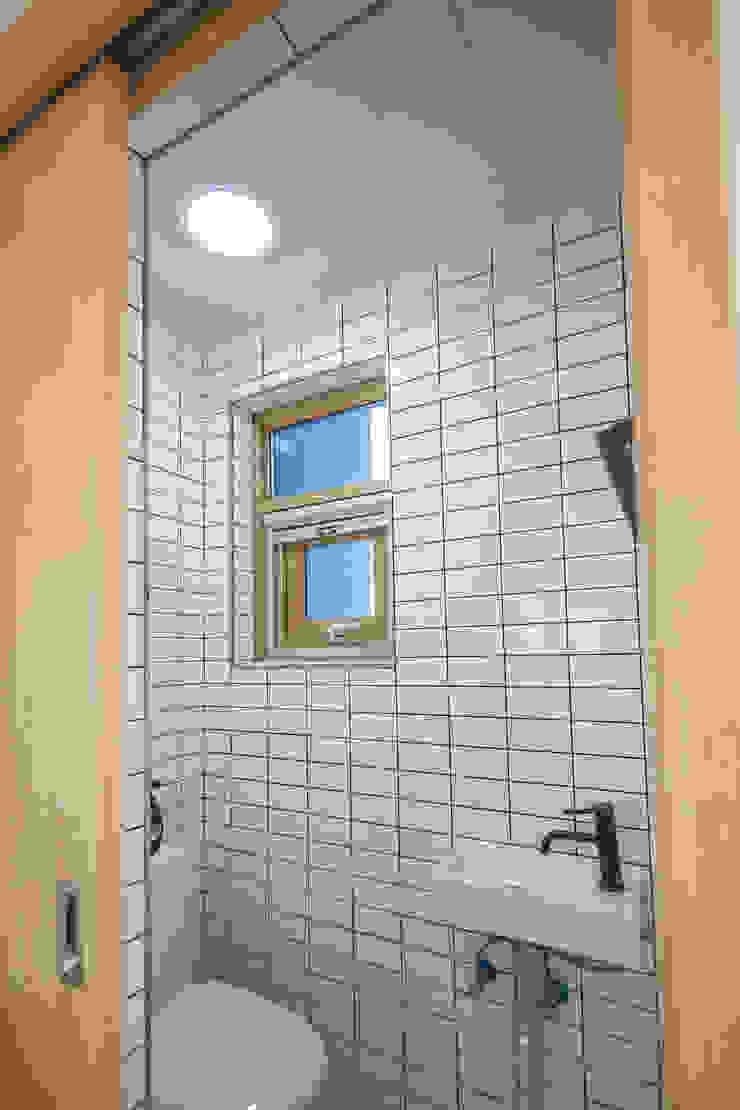 아늑_아늑 모던스타일 욕실 by AAPA건축사사무소 모던