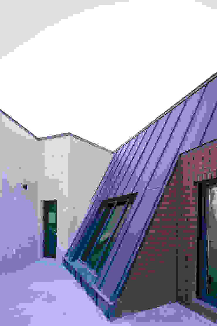온기 모던스타일 발코니, 베란다 & 테라스 by AAPA건축사사무소 모던