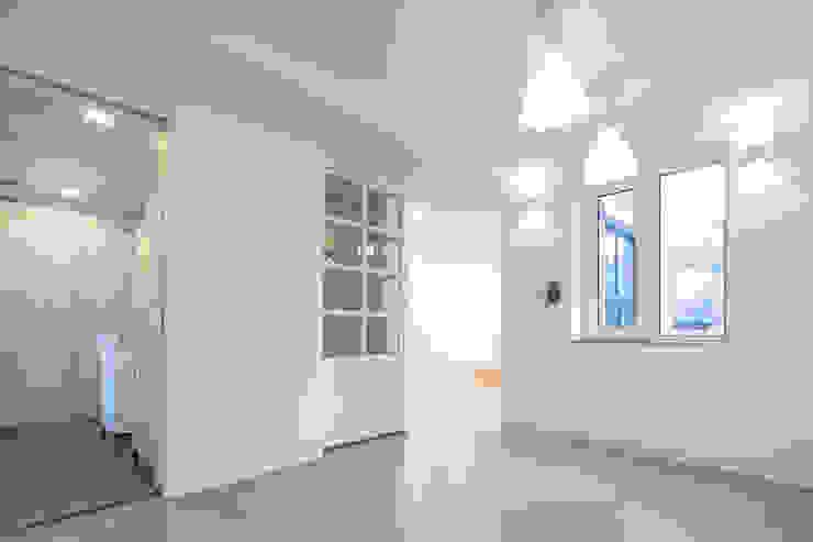 BLANK FACTORY 모던스타일 거실 by AAPA건축사사무소 모던