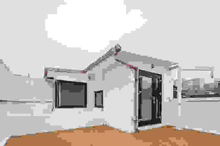 BLANK FACTORY 모던스타일 발코니, 베란다 & 테라스 by AAPA건축사사무소 모던