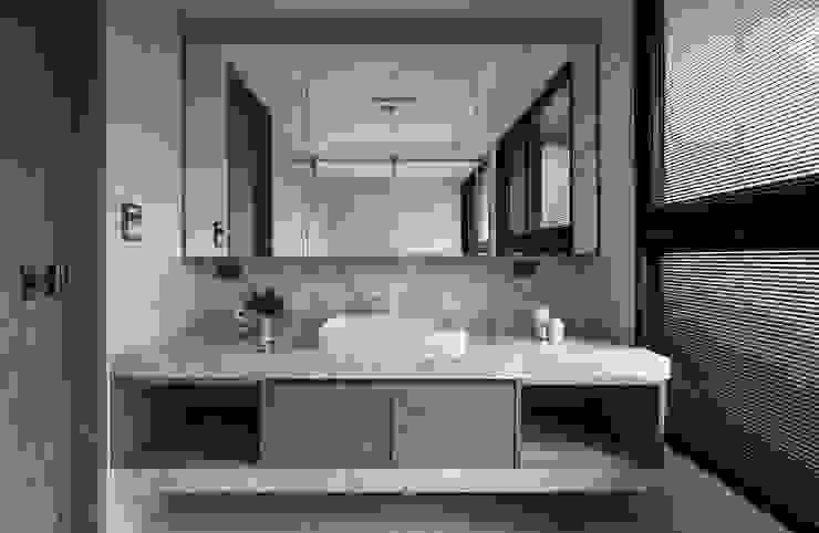 簡‧形體 現代浴室設計點子、靈感&圖片 根據 橙羿設計有限公司 現代風