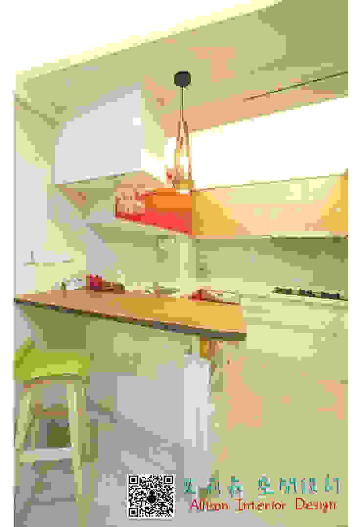 廚房 原木吧台 烤白鐵件 根據 艾莉森 空間設計 現代風 實木 Multicolored