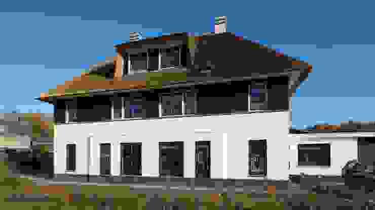 Landelijke woning met riet Landelijke huizen van Tijmen Bos Architecten Landelijk Stenen
