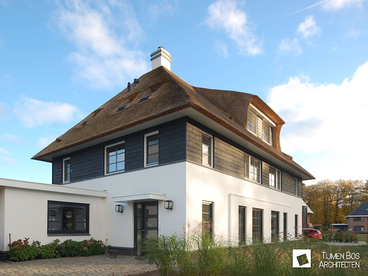 Landelijke woning met riet Landelijke huizen van Tijmen Bos Architecten Landelijk Hout Hout
